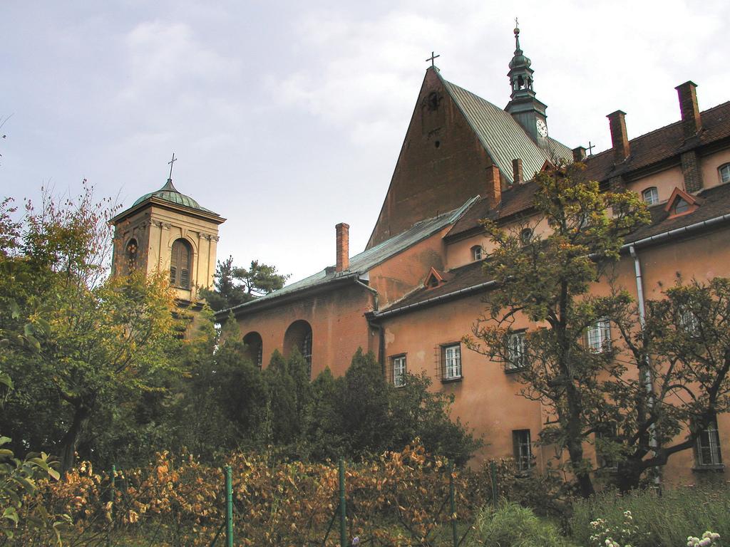 KOŚCIÓŁ I KLASZTOR SS. BENEDYKTYNEK W STANIĄTKACH, fot. M. Klag (MIK, 2003) CC BY SA 3.0
